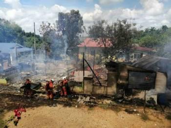 Keadaan rumah mangsa yang musnah 100 peratus dalam kebakaran. Foto: Ihsan penduduk & Balai Bomba dan Penyelamat Kuala Kubu Bharu