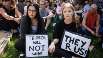 Rakyat New Zealand bersatu mengutuk serangan pengganas ke atas imigran Islam.