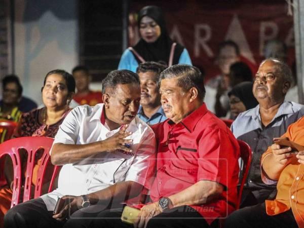Presiden Amanah, Mohamad Sabu bersama Dr. Streram ketika ceramah umum di Mambau. - Foto Adam Amir Hamzah