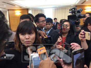 Teo Nie Ching ketika ditemui media di lobi Parlimen, hari ini. -Foto Sinar Harian