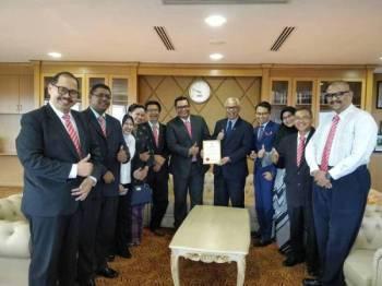 Barisan Exco Persatuan Alumni UiTM Malaysia (PAUiTM) mengadakan pertemuan rasmi dengan Naib Canselor UiTM di Canseleri pada 5 April lalu.