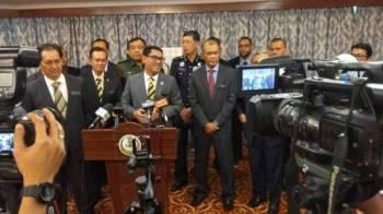 Ahmad Faizal pada sidang media menjelaskan mengenai situasi sebenar pencemaran Sungai Rui di Bangunan Perak Darul Ridzuan.