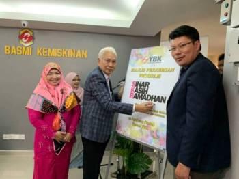 Zainal Abidin dan Hartini melancarkan Program Sinar Kasih Ramadan 2019 hari ini.