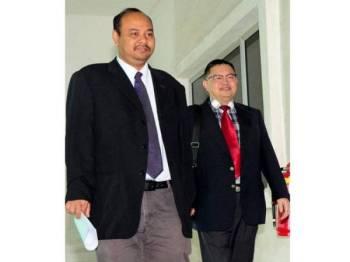 Saksi ke-29, Prof Dr Shahrom Abd Wahid (kanan), hadir pada prosiding inkues bagi menentukan punca kematian Allahyarham Muhammad Adib Mohd Kassim di Mahkamah Koroner Kompleks Mahkamah Shah Alam hari ini. - Foto Bernama