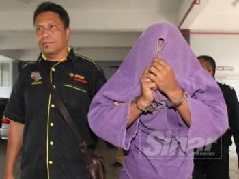 Lans Koperal polis yang ditahan dibawa ke Mahkamah Kota Bharu untuk mendapatkan perintah reman selama seminggu bagi membantu siasatan.