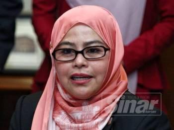 Noraini ketika bercakap kepada pemberita di Parlimen, hari ini. - Foto Sinar Harian Zahid Izzani