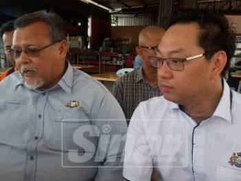 Jimmy (kanan) bersama Aminolhuda pada sidang media selepas menghadiri taklimat bersama Petronas, di sini hari ini.