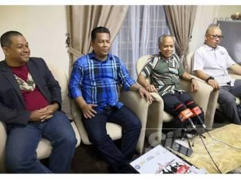 Mohd Raizuli Jusoh (dua dari kiri) bersama Muhammad Nasir (dua dari kanan), Prof Madya Ahamad Tarmizi dan Azman pada sidang media, di Kota Bharu, semalam.