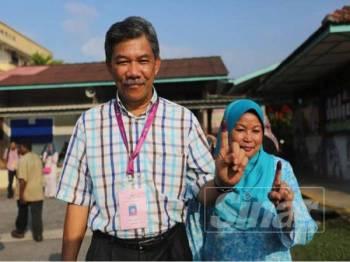 Mohamad ditemui media selepas mengundi di Sekolah Rendah Jenis Kebangsaan (SRJKC) Chung Hwa Rantau di sini, hari ini.- Foto Adam Amir Hamzah