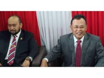 Osman mengadakan sidang media selepas mengadap Sultan Ibrahim berhubung peletakan jawatannya sebagai Menteri Besar Johor di Pejabat Bersatu hari ini. - Foto: Raja Jaafar Ali