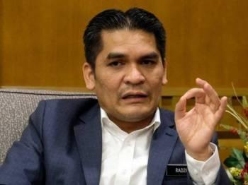 Dr Mohd Radzi Md Jidin ditemu bual Bernama berkenaan Kertas Putih 'Ke Arah Kelestarian Lembaga Tanah Persekutuan (FELDA)' di pejabatnya di Bangunan Perdana Putra baru-baru ini. Foto: Bernama
