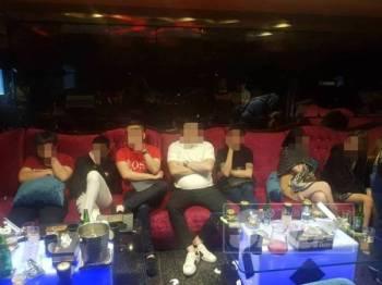 Sebahagian individu diperiksa dalam operasi di sebuah pusat hiburan di Jalan Loke Yew, Sabtu lalu.