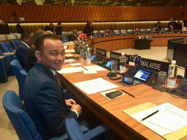 Maszlee mewakili Malaysia pada persidangan berkenaan.