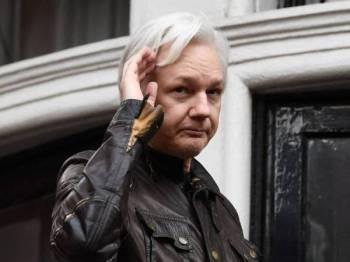 Pengasas WikiLeaks Julian Assange ditahan pada 11 April lalu ekoran penarikan balik suaka perlindungan yang diberikan Ecuador. - Foto AFP