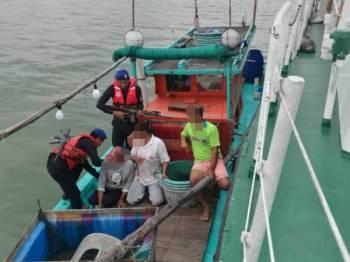 PPM berjaya mengesan sebuah bot kelas A menerusi Ops Gelora dengan membawa tangkapan tiga nelayan warga Indonesia, di perairan Pulau Ketam.