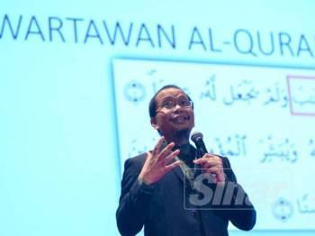 Ketua Pegawai Penyelidik Yayasan Warisan Ummah Ikhlas, Fazrul Ismail menyampaikan seminar di Seminar Wartawan Al-Quran di Pusat Konvensyen Kuala Lumpur hari ini.- Foto: SHARIFUDIN ABDUL RAHIM