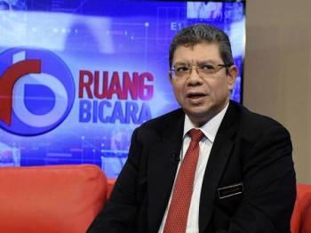 Menteri Luar Datuk Saifuddin Abdullah ditemubual oleh hos Wan Syahrina Wan Ab Rahman pada program Ruang Bicara bertajuk 'Statut Rom' bersama Bernama News Channel (BNC) di Wisma Bernama baru-baru ini. - Foto Bernama