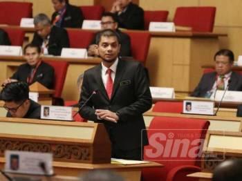 Hasnul Zulkarnain ketika menjawab soalan lisan pada Sidang DUN Perak, hari ini.