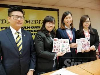 Wong May Ing (dua, kiri) pada sidang media, hari ini.