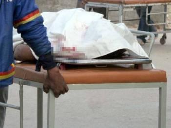 Mayat penumpang bas yang maut ditembak sekumpulan penyerang bersenjata menawan bas penumpang di wilayah Balochistan hari ini. - Foto  Business Recorder
