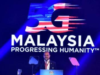 Menteri Komunikasi dan Multimedia Gobind Singh Deo menyampaikan ucapan pada majlis perasmian 5G Malaysia di Kompleks Perbadanan Putrajaya hari ini. - Foto Bernama