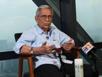 Pengerusi Majlis Penasihat Kerajaan Tun Daim Zainuddin ditemu bual Bernama mengenai Projek Laluan Rel Pantai Timur (ECRL) di Menara Ilham hari ini. - Foto Bernama