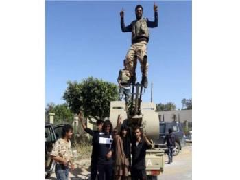 Pasukan yang setia kepada Kerajaan Perpaduan Negara (GNA) berjaya menguasai wilayah al-Aziziyah, terletak di selatan Tripoli susulan pertempuran dengan pasukan Jeneral Haftar. - Foto AFP