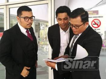 M Hafiz, Mohamed Hafiz dan Muhammad Ridzuan berbincang mengenai keputusan kes tersebut.