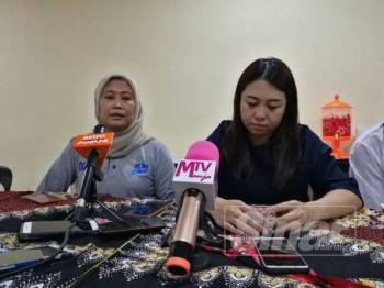 Wan Mashitah (kiri) pada sidang media di sini, hari ini.