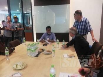 Xavier melakukan lawatan mengejut ke Kilang Leoch Accupower di Jenjarom, Kuala Langat, semalam.