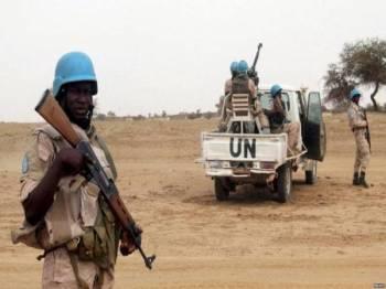 Anggota pasukan Minusma mengadakan rondaan di sebuah kawasan di pinggir Bamako.