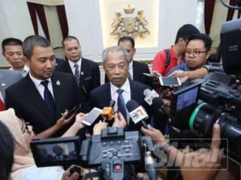 Muhyiddin ditemui pemberita selepas mengadakan kunjungan hormat ke atas menteri besar di Kota Iskandar di sini hari ini.