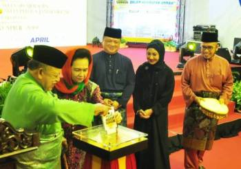 Tuanku Syed Sirajuddin merasmikan program Perkampungan Sunnah Siri-6, 2019 yang diadakan di pekarangan Masjid Alwi Kangar, hari ini.
