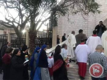 Penganut Kristian meraikan sambutan Hari Easter di sebuah gereja di Gaza City.