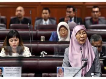 Wan Azizah menjawab soalan pada Persidangan Dewan Negara di Bangunan Parlimen hari ini. - Foto Bernama