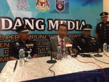 Chaw Min (tengah) ketika berucap pada sidang media berkenaan.