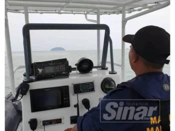 Anggota APPM melakukan operasi mencari dan menyelamat nelayan hilang sejak tiga hari lepas selepas dipercayai terjatuh ke laut pada jarak 22.3 batu nautika barat laut Pulau Songsong.