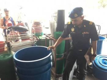 73 premis yang menjual tong air diperiksa KPDNHEP. - Foto ihsan KPDNHEP Selangor