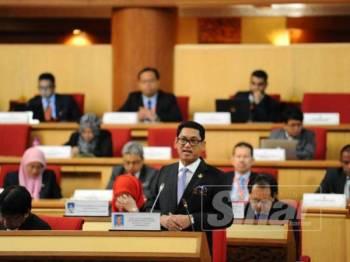 Ahmad Faizal menjelaskan mengenai penerokaan tanah di Perak ketika menggulung perbahasan Sidang DUN Perak, hari ini.