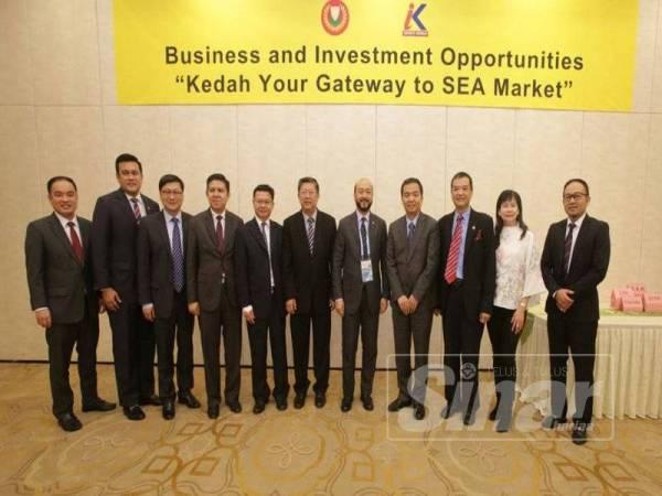 Mukhriz (lima dari kanan) bersama delegasi Kedah dan China mengadakan pertemuan membincangkan potensi kerjasama dua negara.