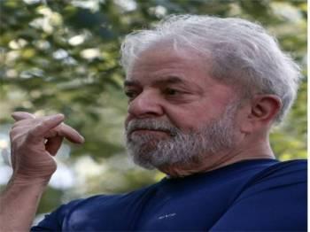 kapsyen: Bekas presiden Brazil Luiz Inacio Lula da Silva (Lula) dijatuhi hukuman penjara atas kesalahan rasuah. - Foto AFP