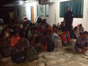 Seramai 41 PATI yang cuba keluar dari perairan negara ditahan polis, semalam. - Foto Ihsan Polis
