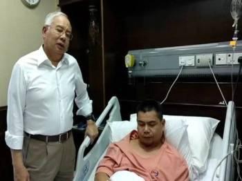 Najib menziarah jamal di sebuah hospital di Ampang tadi.