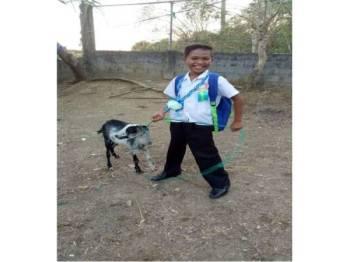 Alwytz bersama kambingnya. - Foto Facebook Alvin