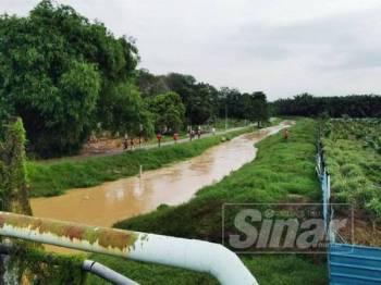 Lokasi di sungai Kampung Sahari di mana dua pelajar tahfiz dikhuatiri lemas petang tadi.