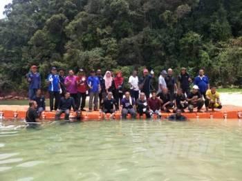 Peserta program Songsong Reef Care siri 1 tahun 2019 bergambar bersama di Pulau Songsong.