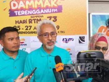 Raja Bahrin ketika ditemubual selepas merasmikan Karnival Riuh Dammak Terengganu FM bersempena Hari RTM ke-73 di Jabatan Penyiaran Terengganu, Bukit Pak Apil, hari ini.