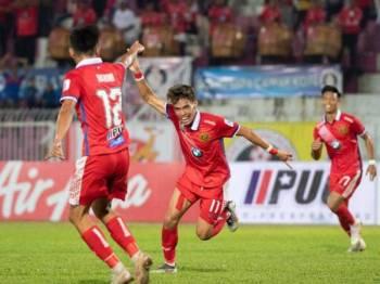 Nik Akif Syahiran meraikan jaringan ketika membantu Kelantan menewaskan Pulau Pinang 2-1 dalam saingan Liga Premier di Kota Bharu, sebentar tadi.