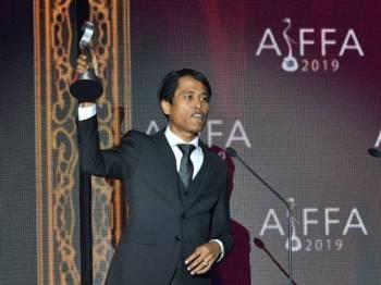Amerul Affendi dinobatkan sebagai Pelakon Pembantu Terbaik di majlis Anugerah dan Festival Filem Antarabangsa ASEAN (AIFFA) di Pullman Kuching malam ini. - Foto Bernama