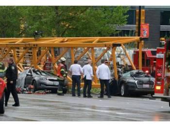 Tiga lelaki dan seorang wanita antara mangsa maut dalam insiden kren tumbang di bandar Seattle, semalam.